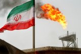 Serangan terhadap dua kapal tanker minyak di Teluk Oman dorong harga minyak lebih tinggi