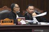 Bambang Widjojanto  pertanyakan keahlian Edi Hiariej
