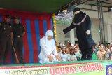Tiga pelanggar syariat Islam di Aceh  dihukum cambuk 285 kali