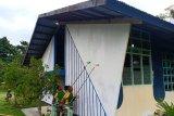 Satgas Yonif 328/DGH cat gedung gereja Kampung Koya Koso