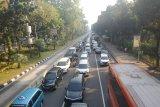 Sebagian Jalan Merdeka Barat masih bisa diakses kendaraan