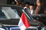 Wapres JK jenguk Wali Kota Surabaya Tri Rismaharini di RSUD Dr Soetomo