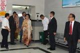 Presiden Jokowi jenguk Wali Kota Surabaya Risma di RSUD Dr Soetomo