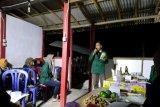 Mahasiswa Polbangtan beri penyuluhan pembuatan permen jilat ternak