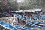 Tim SAR Gunung Kidul selamatkan tiga nelayan yang kapalnya dihantam ombak