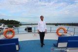 Presiden Jokowi nikmati pemandangan taman nasional Bunaken