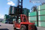 Aktivitas kontainer di pelabuhan  Baubau turun tipis