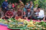 Warga gelar sedekah bumi pada Festival Panji Nusantara di Candi Mirigambar