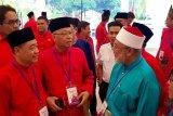 Wartawan protes karena Musyawarah UMNO hanya diliput media Melayu