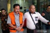 Penyidik KPK temukan uang berserakan saat geledah rumah dinas Nurdin Basirun
