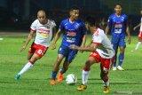 Persija tertinggal 0-1 dari Perseru Badak Lampung pada babak pertama