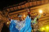 Dua anggota kelompok Mehdi Nassouli dari negara Morocco menari di acara penutupan Rainforest World Music Festival (RWMF) 2019 di Kampung Budaya, Sarawak, Malaysia, Minggu (14/7/2019) malam. RWMF 2019 yang rutin digelar Sarawak Tourism Board setiap tahun tersebut melibatkan 29 kelompok musik dan tari terpilih dari sejumlah negara yaitu antara lain Indonesia, Malaysia, Estonia, Skotlandia, Spanyol, Bhutan dan Rusia. ANTARA FOTO/Jessica Helena Wuysang/foc.