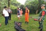 Terpeleset jatuh ke sungai, nenek 80 tahun ditemukan meninggal