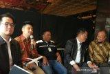 YouTuber Rius Vernandes diundang untuk berkeliling fasilitas Garuda Indonesia
