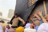 Pada batas kebanggaan cium Hajar Aswad dalam prosesi ibadah haji