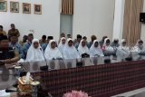 Bupati Kupang lepas 21 jemaah calon haji ke Tanah Suci
