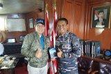 Wali Kota GSV Lumentut kunjungi KRI Dewaruci