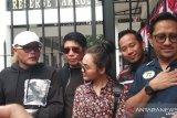 Sule dan Andre semangati Nunung di Polda Metro