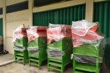 Mukomuko salurkan mesin perontok padi kepada petani