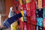 Kecintaan terhadap batik harus ditanamkan sejak dini, kata Legislator Gumas