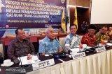 Pembangunan untuk kepentingan rakyat jangan dianggap mahal, kata Gubernur Kaltim