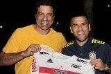 Dani Alves pulang kampung, gabung Sao Paulo