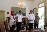 Presiden Joko Widodo saksikan penyerahan Keppres amnesti Baiq Nuril