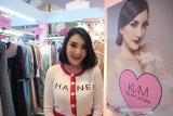 Kiki Amalia gemari aneka produk sepatu Tasik dan tas Bali