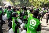 Ribuan driver Gojek di Bandung antusias dapat jaket berlogo baru