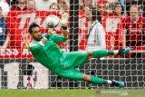 Guardiola puji kiper Claudio Bravo setelah menang kontra Liverpool
