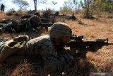 Prajurit Korps Marinir TNI AL bersama Marinir Amerika Serikat United States Marine Corps (USMC) berlatih penghancuran objek vital pada giat Latihan Bersama (Latma) Cooperation Afloat Readiness and Training (CARAT) 2019 di Hutan Selogiri, Banyuwangi, Jawa Timur, Senin (5/8/2019). Latihan bersama tersebut selain bertujuan untuk melatih kerjasama taktik pertempuran darat, juga untuk meningkatkan hubungan bilateral kedua negara, saling memahami dan memberi kontribusi positif untuk memperkuat hubungan Angkatan Laut. Antara Jatim/Budi Candra Setya/zk
