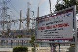 PASOKAN LISTRIK DARI PLTU SURALAYA KEMBALI NORMAL. Suasana gerbang PLTU Suralaya, di Suralaya, Cilegon, Banten, Selasa (6/8/2019). Jubir Unit Pembangkitan PLTU Suralaya Asep Muhendar mengungkapkan sejak Selasa (6/8) pagi ke-7 unit pembangkit listrik PLTU di Suralaya sudah beroperasi kembali secara normal dengan menyalurkan tegangan listrik sebesar 3.400 MW ke jaringan Jawa, Madura dan Bali. ANTARA FOTO/Asep Fathulrahman/Sbs