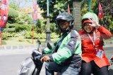 Risma numpang ojek ke arena kongres V PDIP di Bali