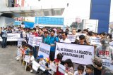 Ratusan pencari suaka demo