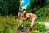 Pemasangan tiang hampir selesai, Dusun Punik di Sumbawa akan teraliri listrik