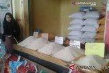 Aman, persediaan minyak goreng dan gula pasir di Baubau