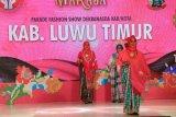 Ketua dan Wakil Dekranasda Lutim ikut lomba fashion show