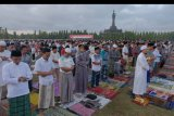 Umat Islam melaksanakan solat Idul Adha 1440 H di Lapangan Puputan Margarana, Renon, Denpasar, Bali, Minggu (11/8/2019). Solat Idul Adha di wilayah Bali dilakukan di lapangan dan Masjid sebelum pemotongan hewan kurban. ANTARA FOTO/Nyoman Hendra Wibowo/nym