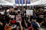 Tertahan di Hong Kong, perenang Siman Sudartawa dkk