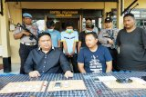 Tiga sekawan edarkan sabu-sabu, ditangkap pun sama-sama