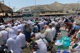 Shalat Jumat di Masjidil Haram meluber sampai terminal