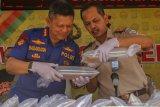 Polda Riau limpahkan tersangka penyelundup Rp14,6 miliar bayi lobster ke Jaksa
