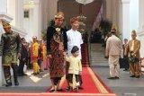 Presiden Joko Widodo mengenakan pakaian adat Bali