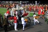 Pasukan Pengibar Bendera Pusaka (Paskibraka) membawa duplikat bendera pusaka sebelum Upacara Peringatan Detik-Detik Proklamasi 1945 di Istana Merdeka, Jakarta, Sabtu (17/8/2019). Peringatan HUT RI tersebut mengangkat tema