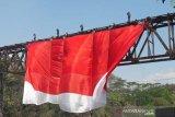 Bendera raksasa dibentangkan di Sungai Progo