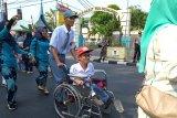 Siswa disabilitas ikut meriahkan pawai alegoris di HUT RI Ke-74 di Padang