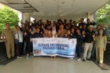 Peserta SMN Kalteng donasikan buku ke Perpustakaan  Daerah Sumsel