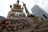 Protes atas kekerasan polisi merebak lagi di Meksiko, demonstran lempari Kedutaan AS dengan batu