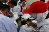 SMN 2019 - Peserta SMN Riau pelajari keterampilan membatik