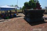 Tim BPCB Jatim melakukan proses ekskavasi situs petilasan Tribhuwana Tunggadewi, Desa Kliterejo, Kecamatan Sooko, Kabupaten Mojokerto, Jawa Timur, Selasa (20/8/2019). Ekskavasi dilakukan BPCB Jatim mulai tanggal 19 hingga 30 Agustus 2019 mendatang untuk melihat bentuk asli situs Tribhuwana Tunggadewi, peninggalan Majapahit sekitar tahun 1294 saka atau 1372 masehi tersebut setelah ditemukannya struktur baru saat observasi pada Desember 2018 silam. Antara Jatim/Syaiful Arif/zk.